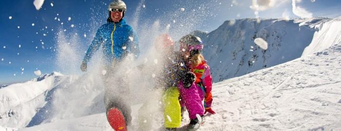 perfect-family-skiing-chopok-jasna-low-tatras-2_1575x1050
