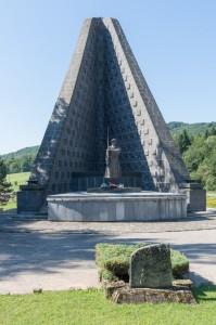 Vojnový cintorín s Pamätníkom čs. armádneho zboru na Dukle_695x1050