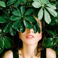 žena_rastlina_udržateľnosť